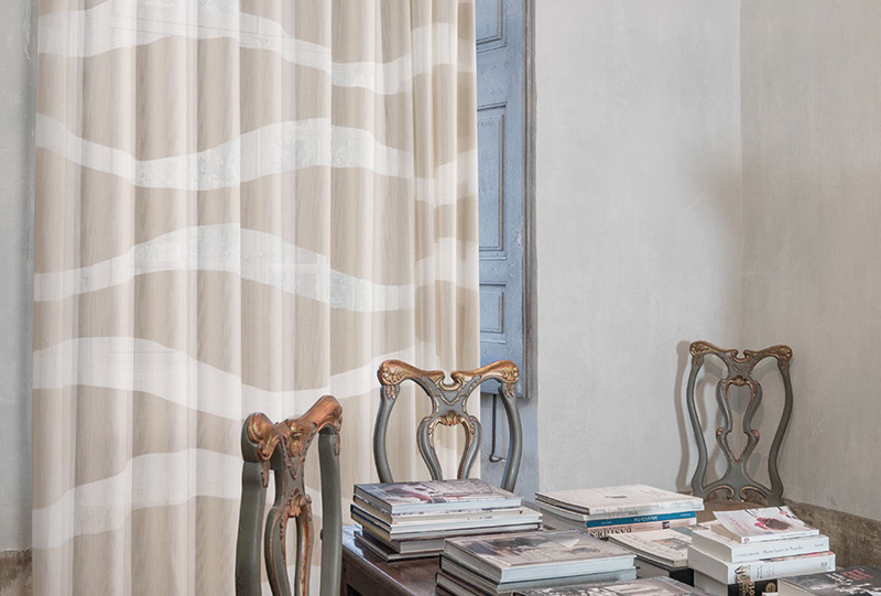 Stanza arredata con Tessuti e tendaggi Ciesse della collezione Urban