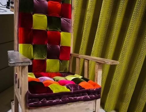 Cuscino patchwork con tenda in tessuto