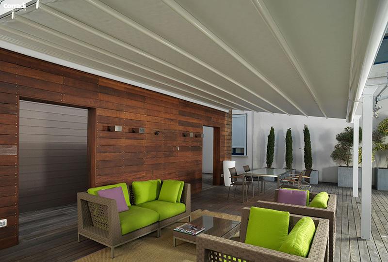 Pergotenda Corradi installata per living esterno
